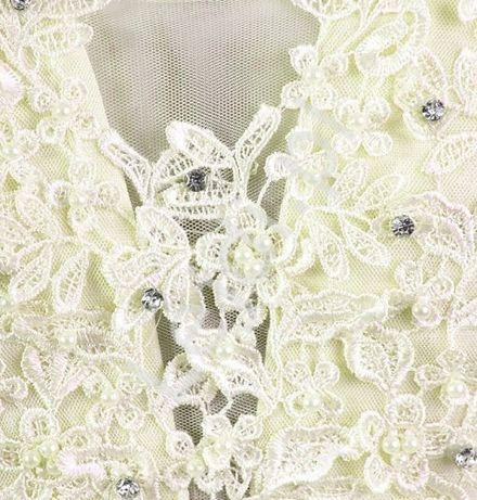 Delikatna i skromna szyfonowa sukienka w kolorze ecru szyfonowa
