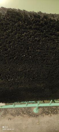 Czarny dywan shaggy