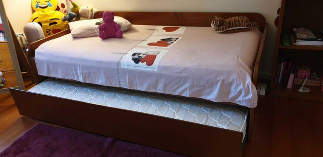 Quarto em madeira (cama+secretaria+comoda+estante)