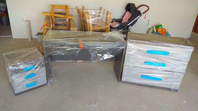 Biurko plus dwie szafki z Agata meble 6-cio miesięczne