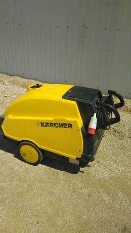 Професійний KARCHER HDS 895