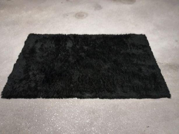 Carpete Preta como Nova