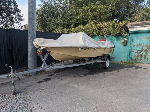 Лодка Крым c лафетом