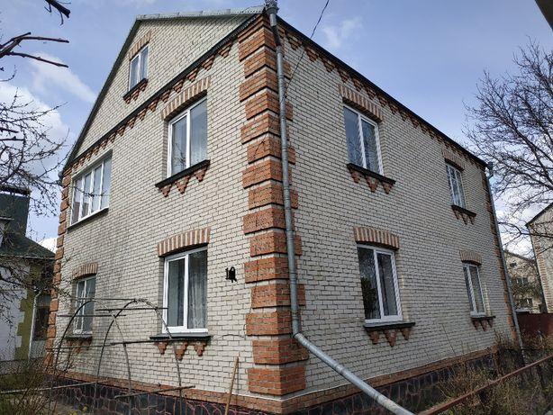 Продам двоповерховий будинок в м.Луцьк по вул.Малоомелянівській.