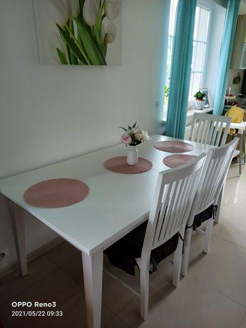 Stół i krzesła białe