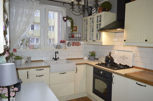 Przytulne 3 pokojowe mieszkanie z balkonem w centrum Łowicza.
