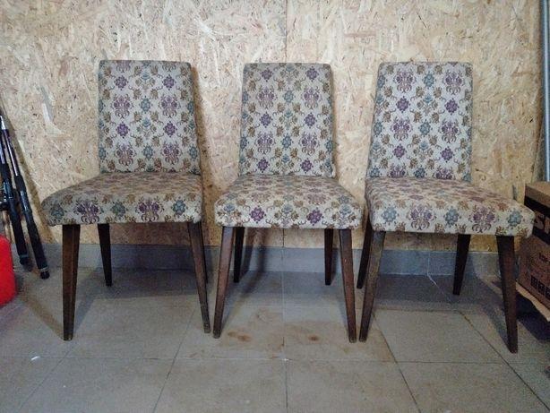 Krzesła tapicerowane patyczaki