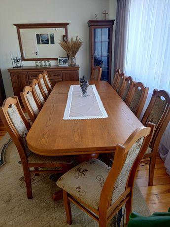 Stół wraz z krzesłami