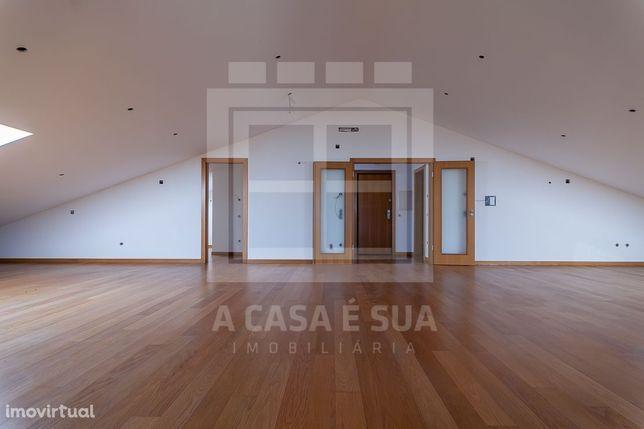 T3 Duplex em Condomínio Privado de Luxo