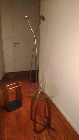 Cabide de pé/bengaleiro/mesas de apoio em madeira de cerejeira.