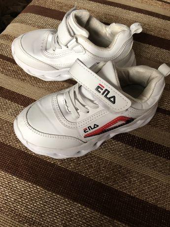 Білі кросівки дитячі