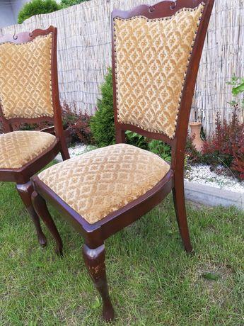 Dwa krzesła na lwich nogach