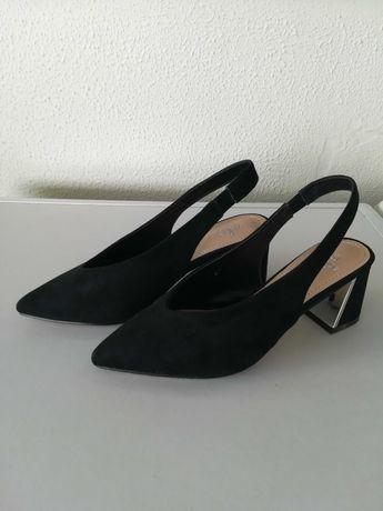Sapatos pretos - como novos