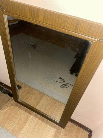 Продам зеркало в рамке