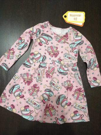Sukienka dla dziewczynki 92 rozkloszowana.