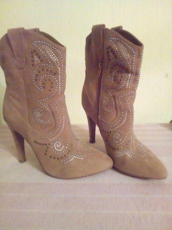Жіночі чобітки замшеві