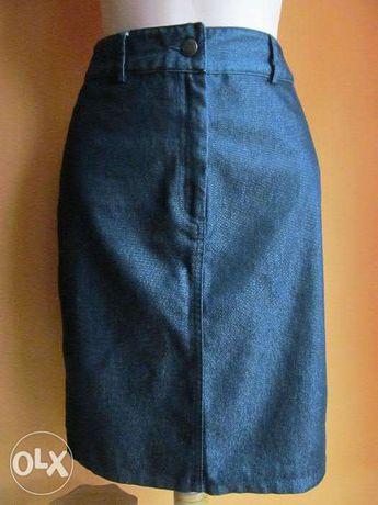 Ołówkowa spódnica midi