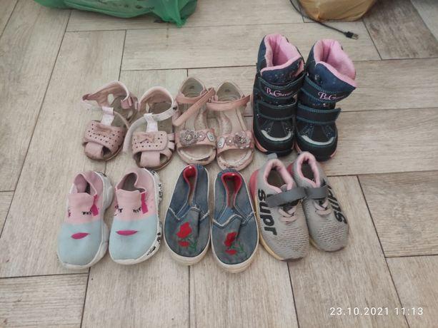 Обувь отдам за Киндер и сок ребенку