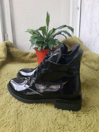 Ботинки лаковые.