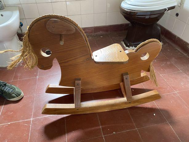 Cavalinho baloiço de madeira
