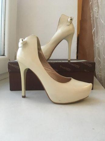 Бежеві шкіряні весільні туфлі шпилька високий каблук marinety