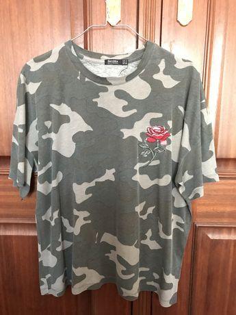 Tshirt com padrão verde camuflagem da Bershka- Tamanho M