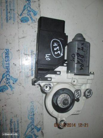 Motor elevador vidro 1C2959802A VW / BORA / 2004 / FD /