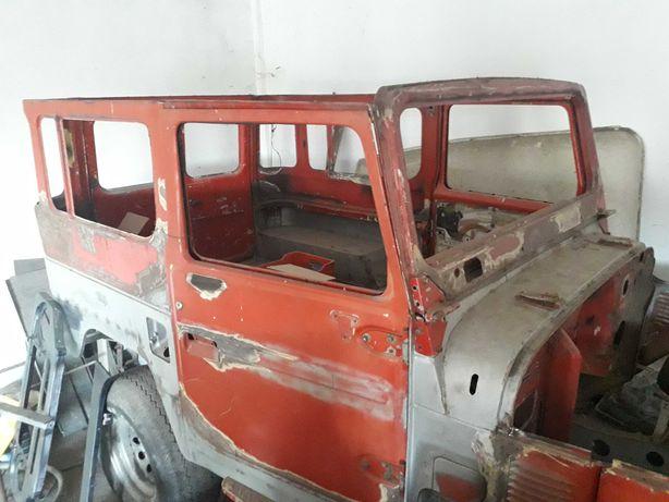 Toyota BJ40 7 lugares em fase de restauro