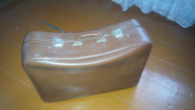Старый советский чемодан