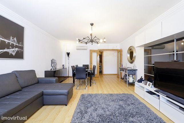 Excelente apartamento, 3 quartos, Carnaxide
