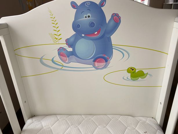 Meblik łóżeczko happy animals hipcio zestaw z szufladami materacem