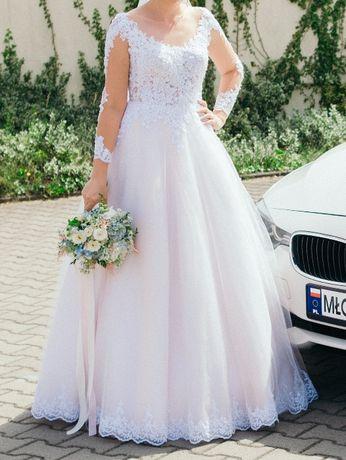 Suknia ślubna lit A