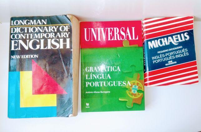 Dicionários Longman e Michaelis de Inglês e Gramática Portuguesa.