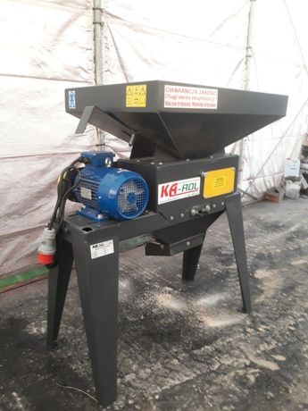 Zgniatacz ziarna GNIOTOWNIK ZG 100/270 SOLIDNY 3kW 600kg/h POLSKI