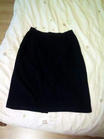 Czarna spódnica ołówkowa