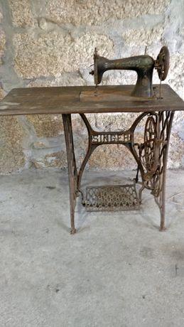 Máquina de costura Singer para restauro.