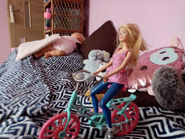 Lalka Barbie na rowerze z pieskiem