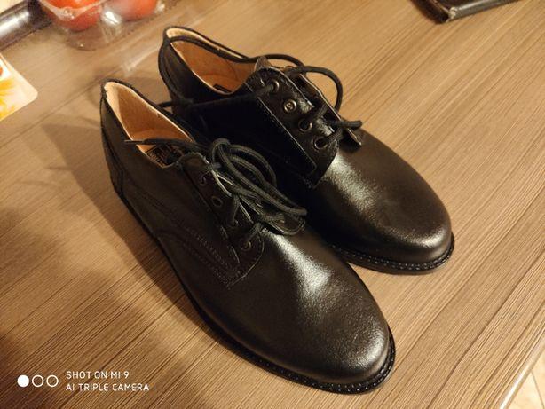 Nowe buty ze skóry rozmiar 39
