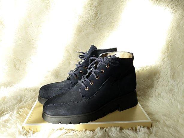 Демисезонные замшевые ботинки темно-синего цвета