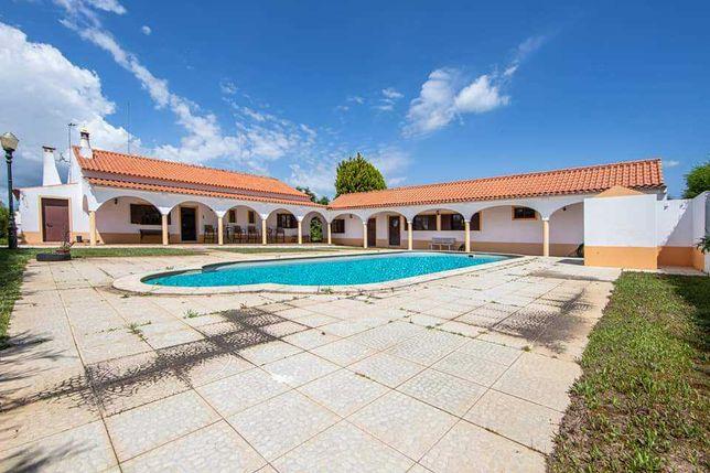 Moradia v5 isolada com piscina privada