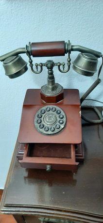 Telefone antigo usado