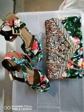 Sandálias e clutch ALDO