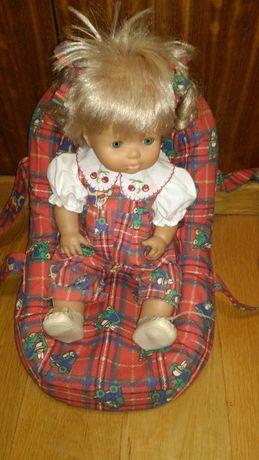 Cadeira e boneca