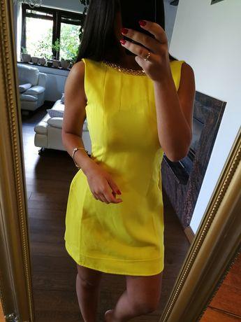 Żółta nowa sukienka ze złotym łańcuchem r. S