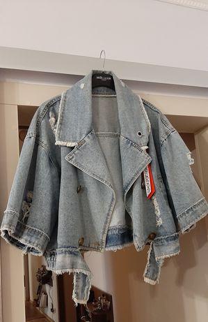 Джинсовая куртка с широкими рукавами оверсайз