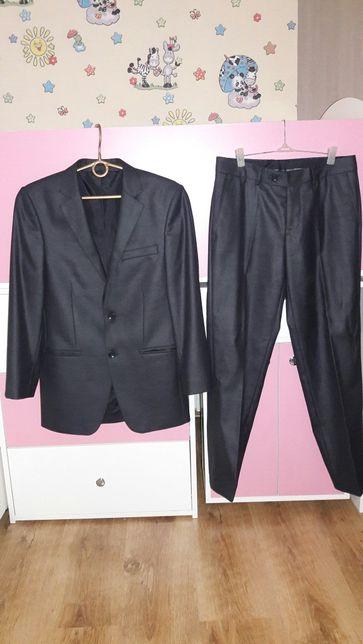 Школьный костюм на мальчика 164см рост брюки и пиджак