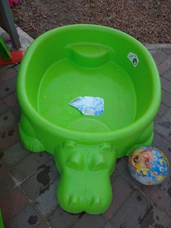 Продам пісочницю(басейн)
