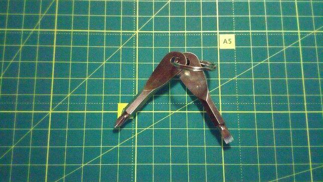 Функциональный беролок на ключи отвертка 2 в 1