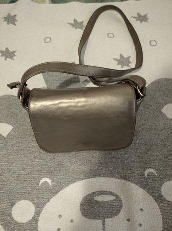 Продам сумочку клатч,состояние видно на фото.