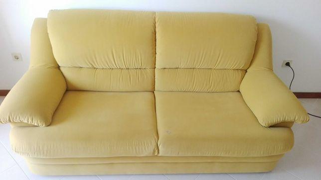 sofa de 3 lugares em bom estado